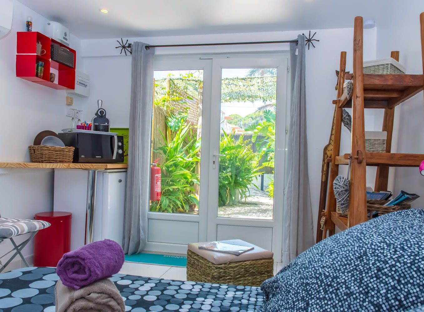 Rental guest room giens hyeres french riviera Mahinui piece