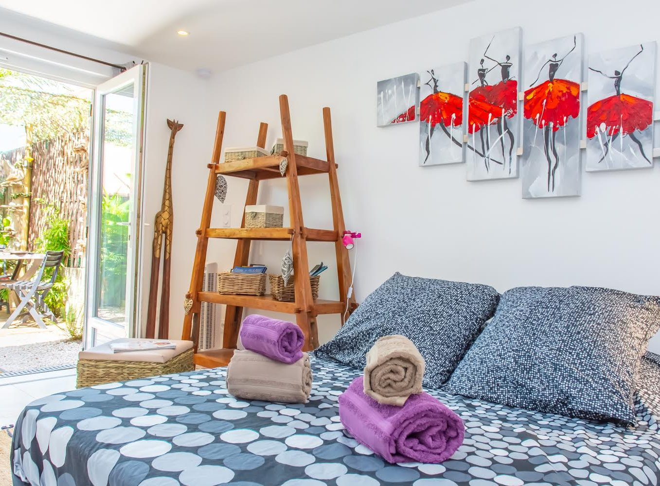 Rental guest room giens hyeres french riviera Mahinui piece outdoor