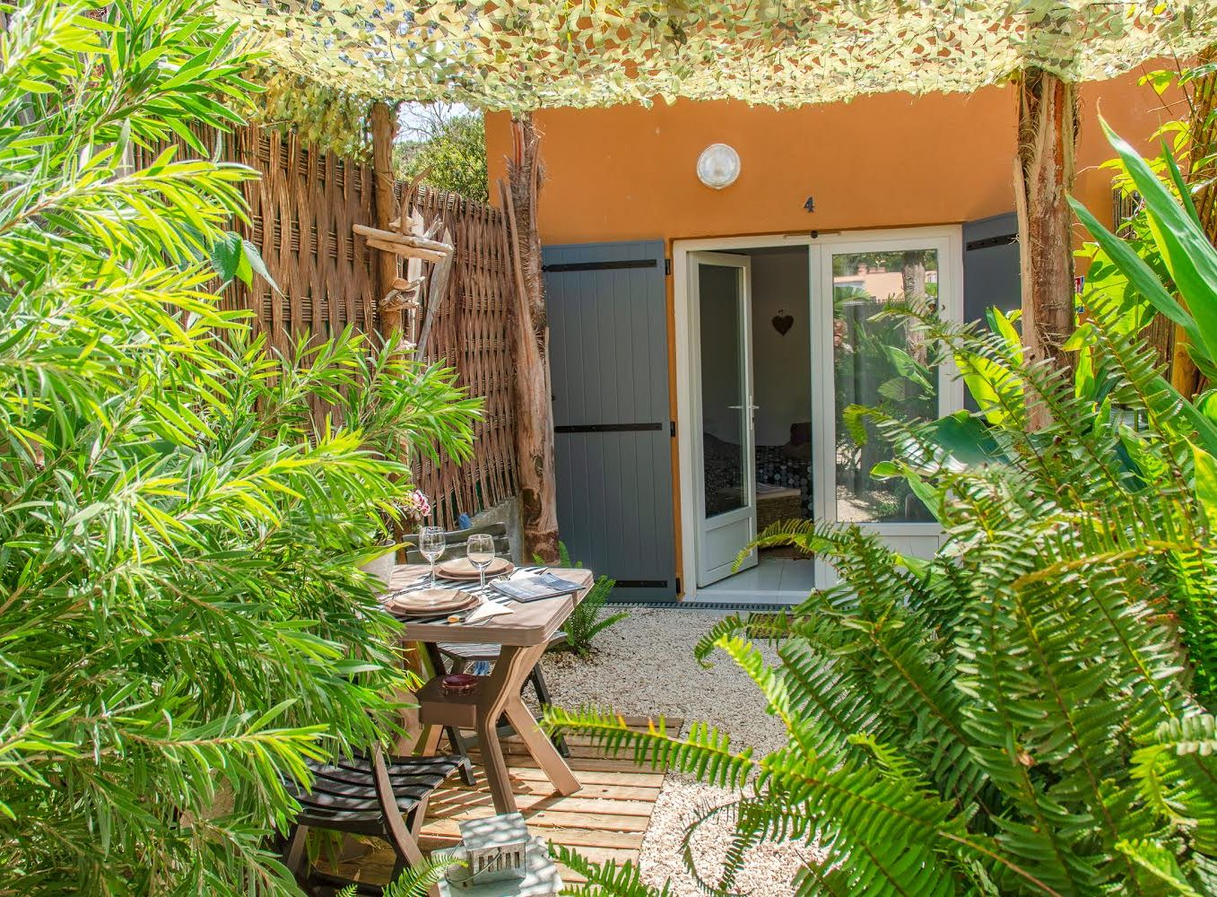 Rental guest room giens hyeres french riviera Mahinui terrace