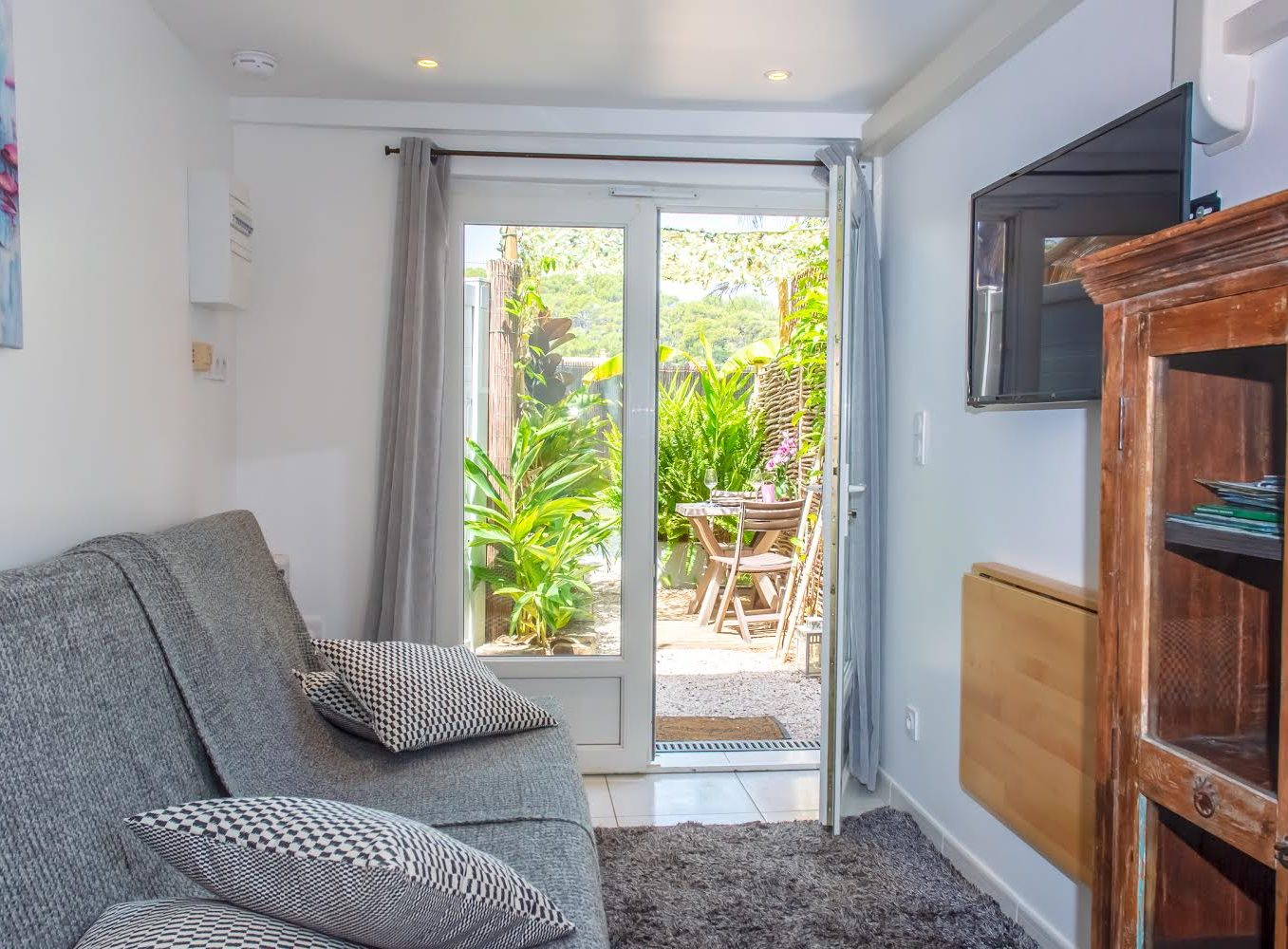 Rental studio giens hyeres french riviera Moorea piece