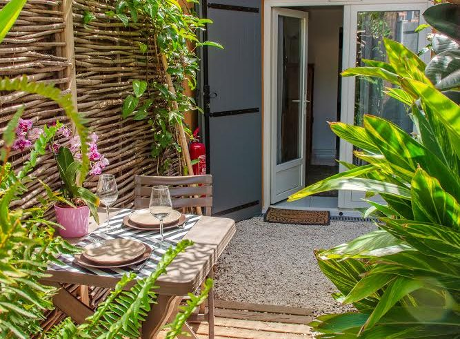 Rental studio giens hyeres french riviera Moorea terrace